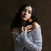 Фотосъемка девушки с цветком