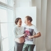 Беременная фотосъемка у окна